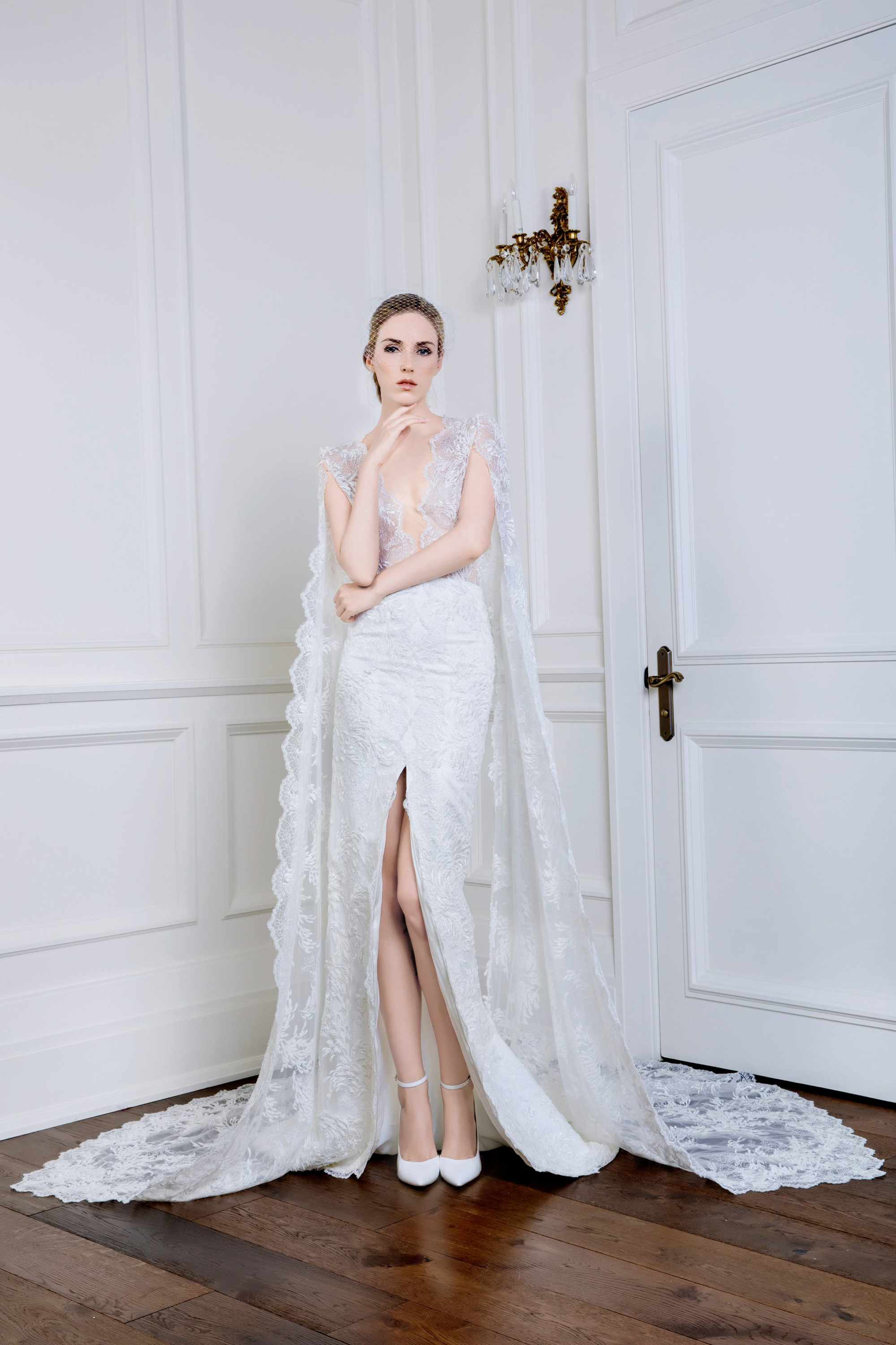 EMBROIDERED V NECK MERMAID BRIDAL GOWN WITH REMOVABLE SLEEVES, WHITE